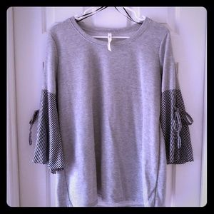 NY Collection Gray top with 3/4 bell sleeves